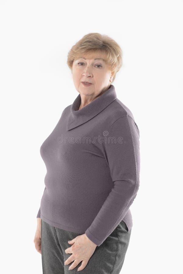 Verticale d'une femme âgée D'isolement sur le fond blanc image libre de droits