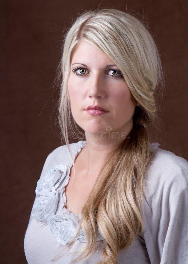 Verticale d'une femme 30-40 âgée moyenne photos stock