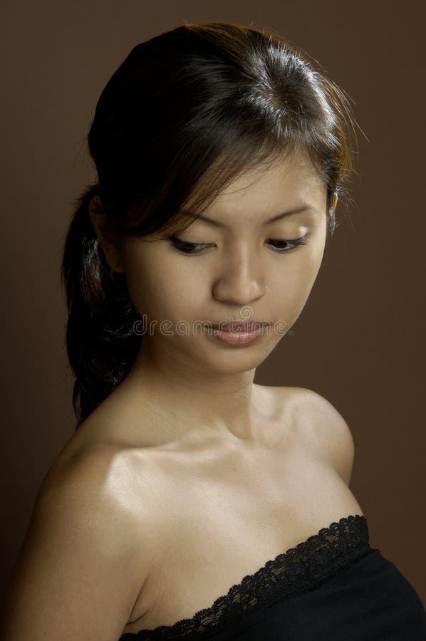 Verticale d'une fille asiatique image libre de droits
