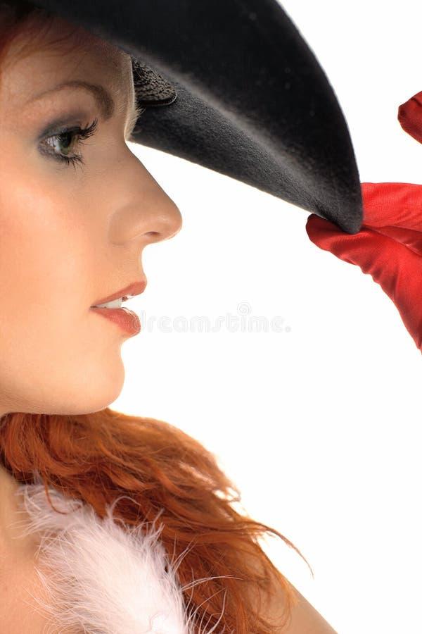 Verticale d'une fille dans un chapeau noir images stock