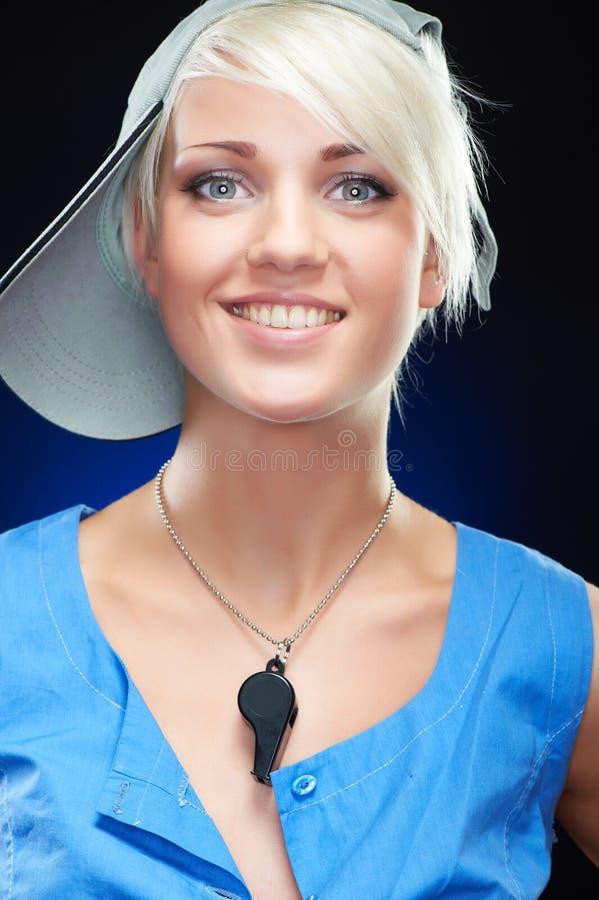 Verticale d'une jeune beauté sportive élégante de femme photos libres de droits