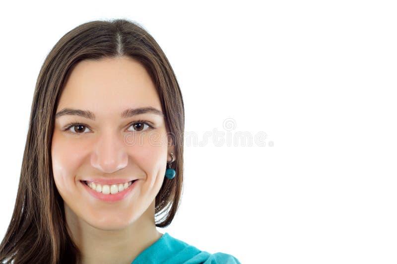 Verticale d'une jeune femme de joli brunet photo libre de droits