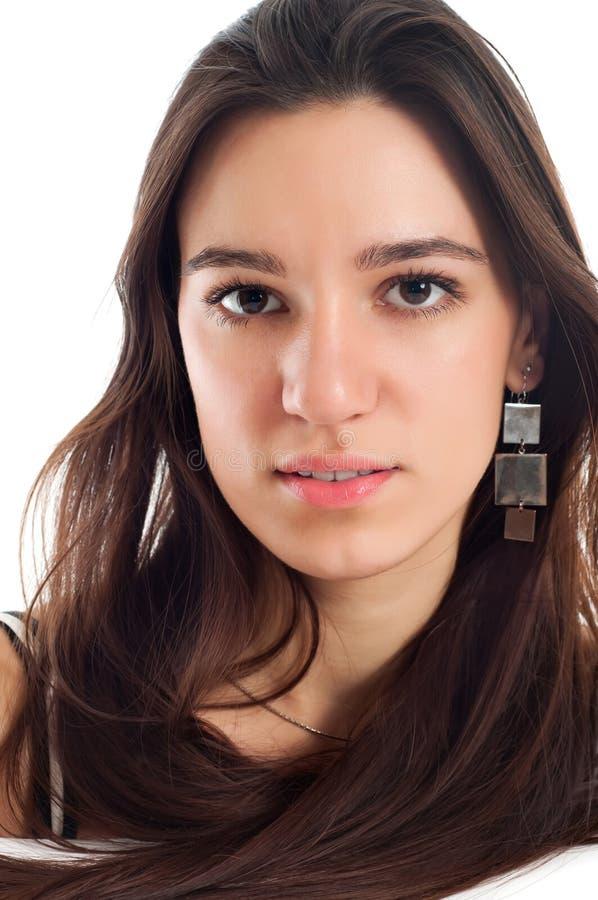 Verticale d'une jeune femme de joli brunet images libres de droits