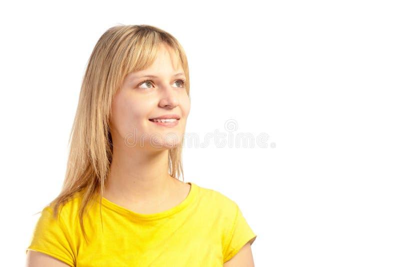 Verticale d'une jeune fille blonde attirante photographie stock libre de droits