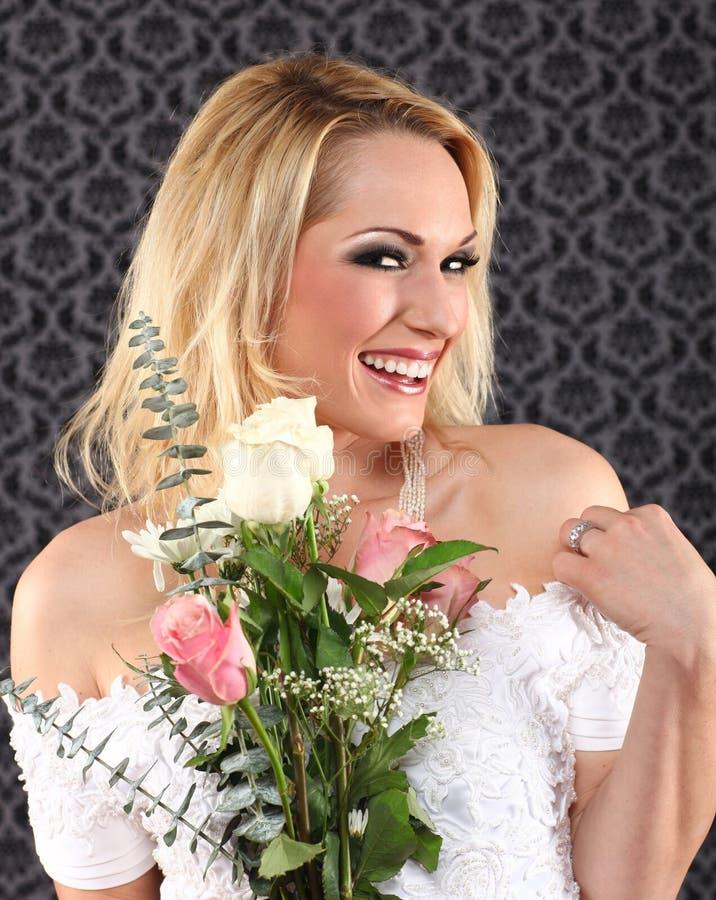 Verticale d'une jeune mariée se mariant  photographie stock