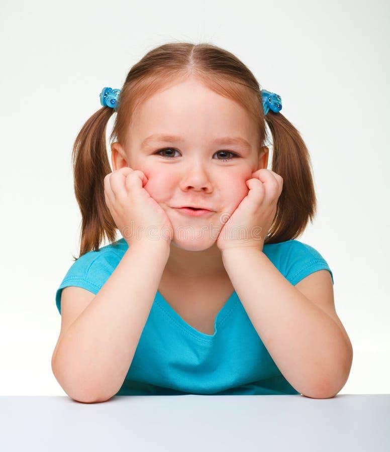 Verticale d'une petite fille mignonne photographie stock libre de droits