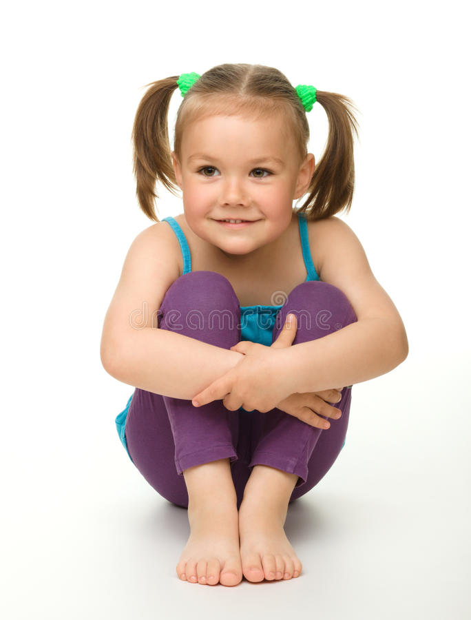 Verticale d'une petite fille mignonne images libres de droits