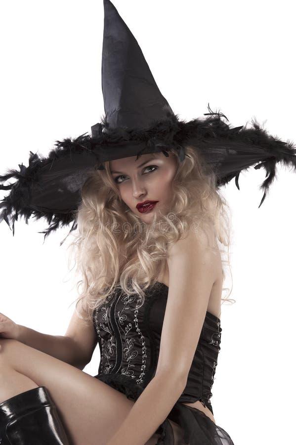 Verticale d'une sorcière de regard sensuelle photographie stock libre de droits