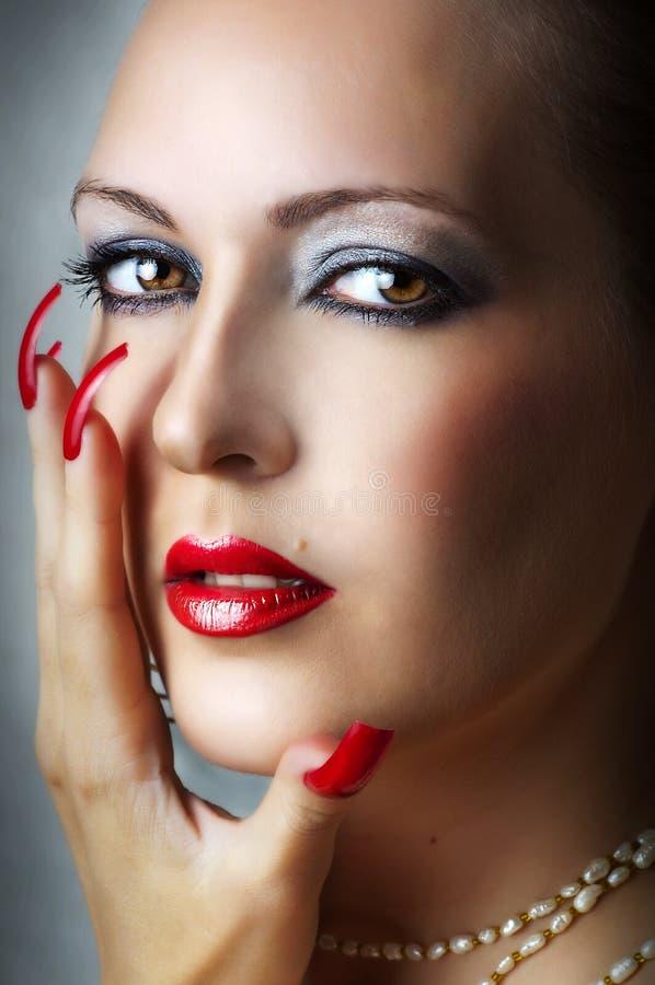 Verticale de beauté de jeune modèle femelle sexy photos libres de droits
