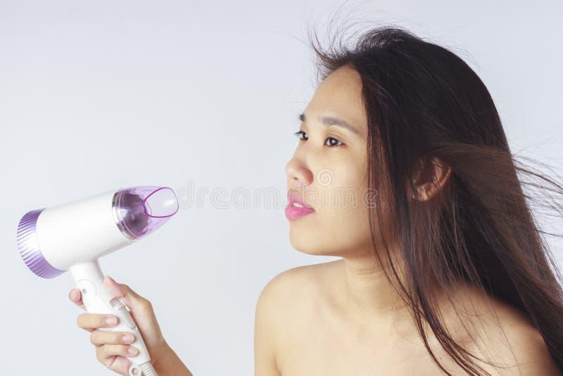 Verticale de belle femme asiatique image stock