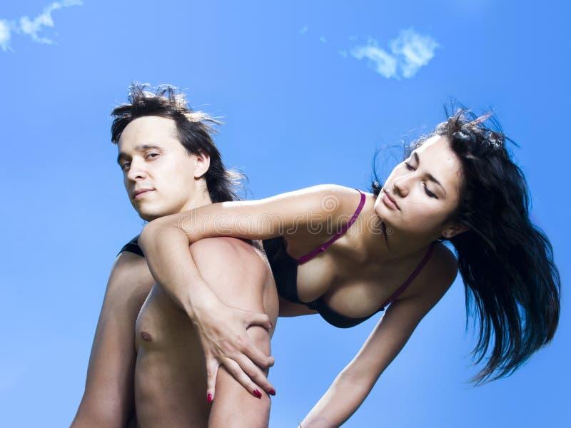 Verticale de belle fille et d'homme bel photos libres de droits