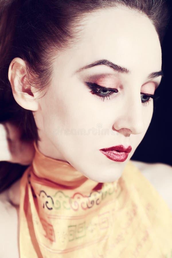 Verticale de belle jeune femme photos stock