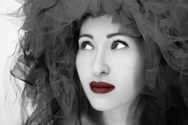 Verticale de belle jeune femme Photo de mode dans l'effet noir et blanc photos libres de droits