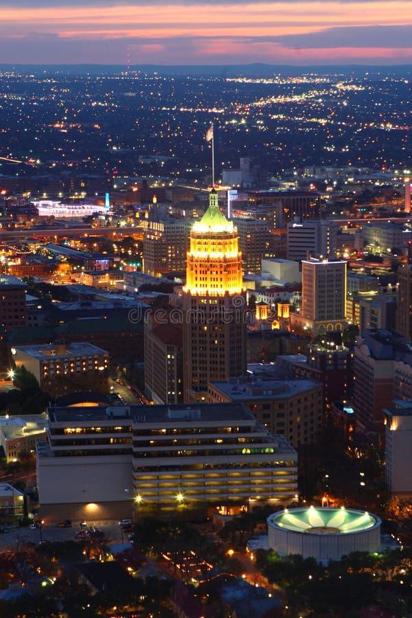 Verticale de centre de la ville de San Antonio au coucher du soleil photo stock