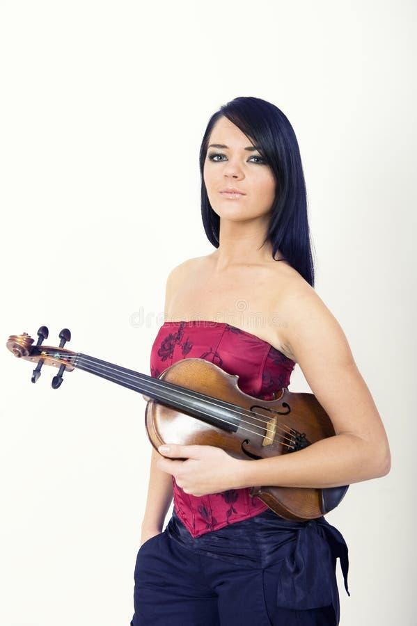Verticale de charme de femme sexy jouant le violon photos libres de droits