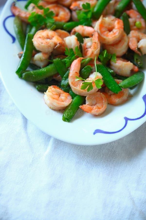 Verticale de dîner de crevette et de pois instantané photographie stock libre de droits
