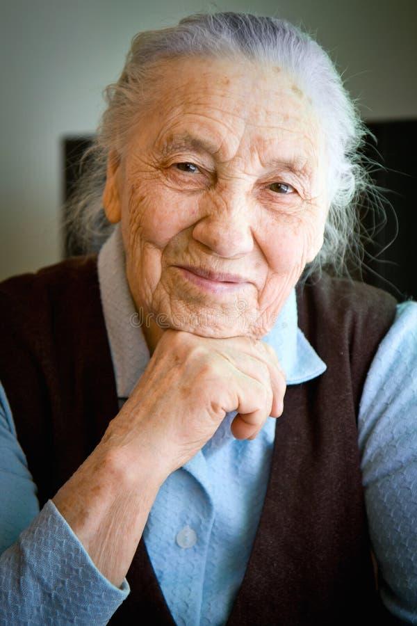 Verticale de dame âgée images stock