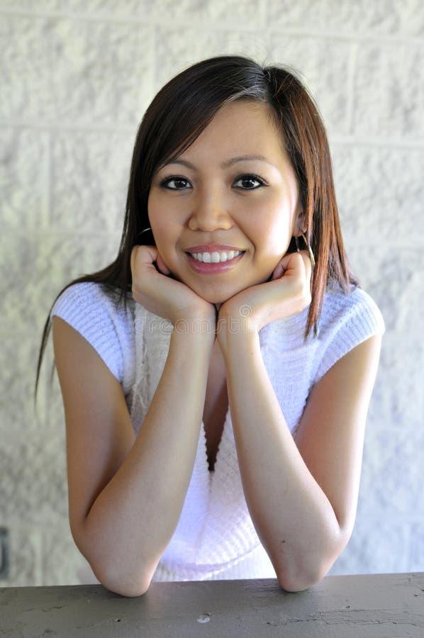 Verticale de femme asiatique photo libre de droits