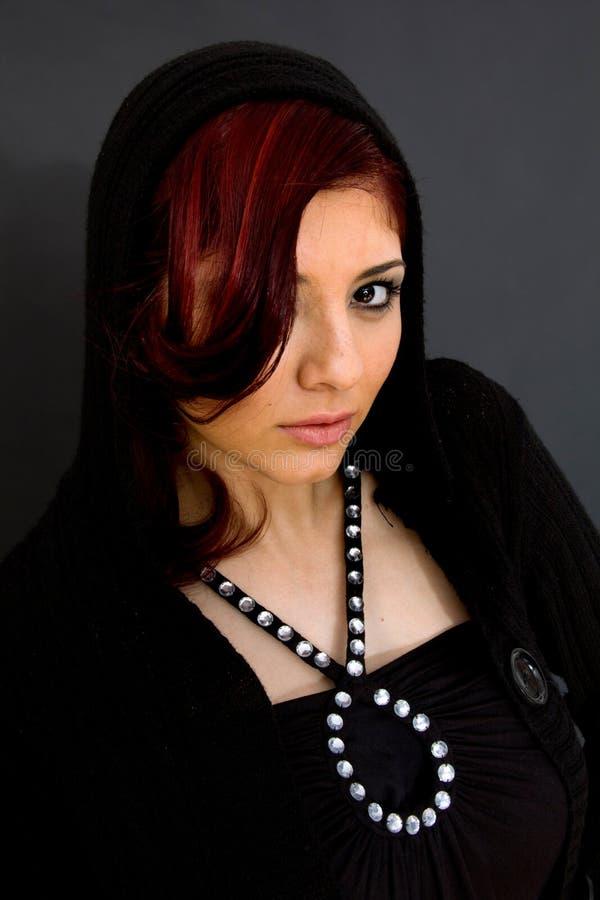 Verticale de femme attirante photo libre de droits