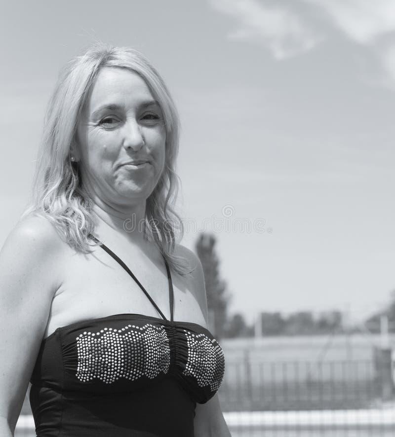 Verticale de femme blonde photos stock