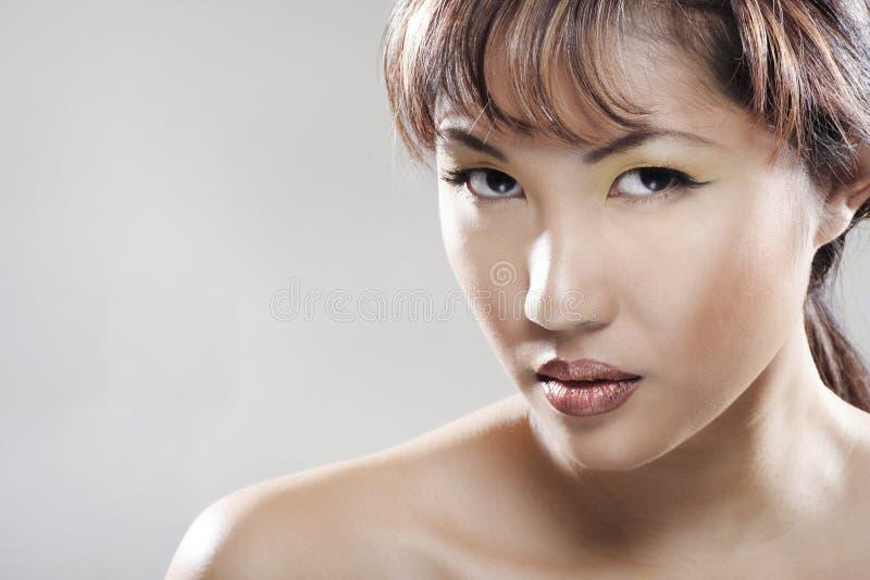Verticale de femme d'Asiatique de beautifull image libre de droits