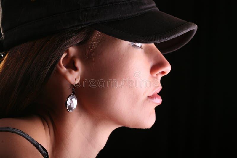 Verticale de femme dans le capuchon photographie stock libre de droits