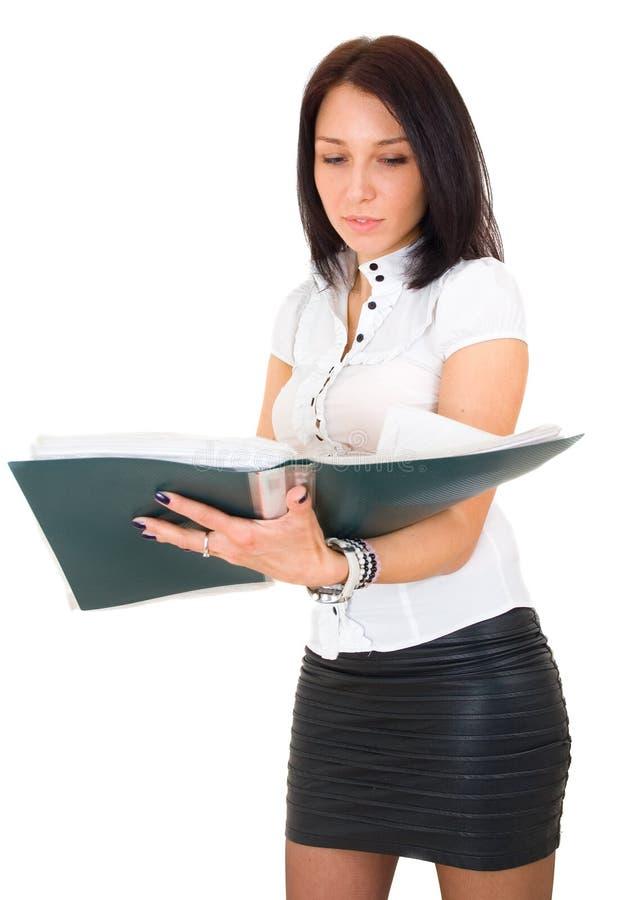 Verticale de femme de sourire heureux d'affaires avec le pli image stock