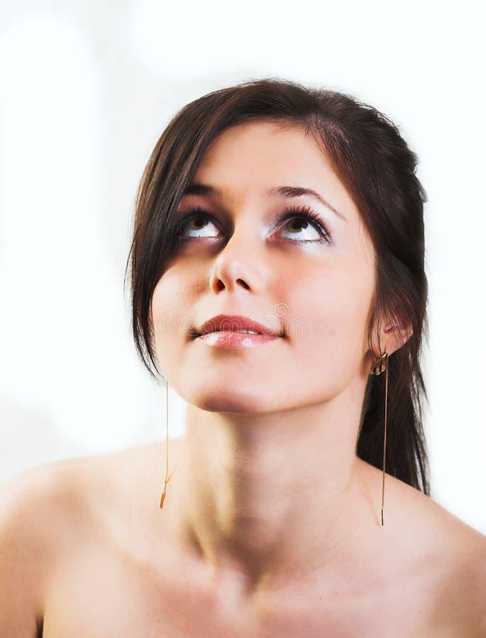 Verticale de femme frais et beau de brunette sur le fond blanc photographie stock