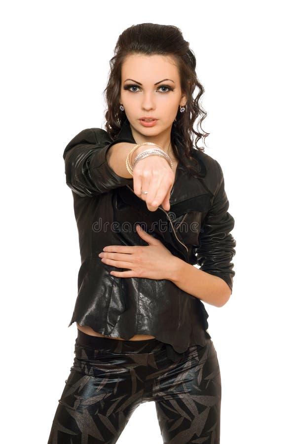 Verticale de femme passionnée dans des vêtements noirs images stock