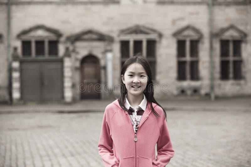 Verticale de fille asiatique photo stock