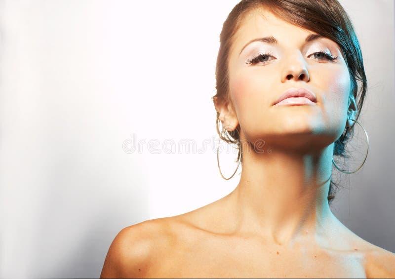 Verticale de fille avec lipstic léger photographie stock libre de droits