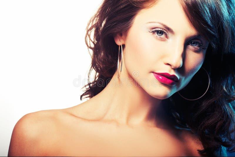 Verticale de fille avec lipstic rouge photos stock