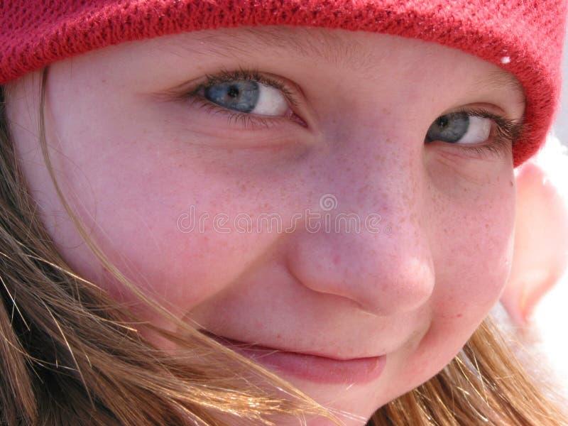 Verticale de fille de sourire images libres de droits