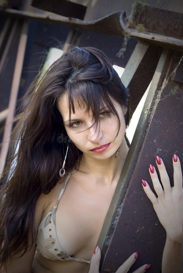 Verticale de fille sexuelle photo libre de droits