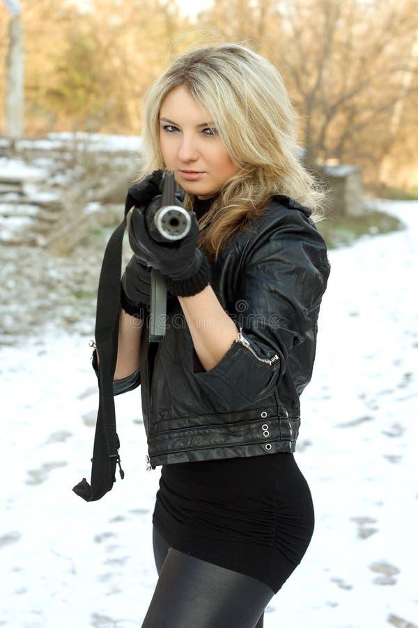 Verticale de gentille jeune blonde photographie stock