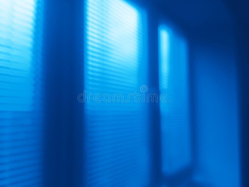Verticale de jaloezie bokeh achtergrond van het nachtbureau royalty-vrije stock afbeelding