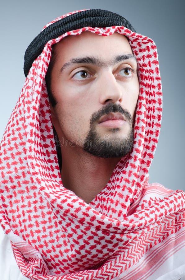 Verticale de jeune Arabe photographie stock libre de droits
