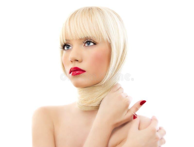 Verticale de jeune belle femme avec les languettes rouges photographie stock