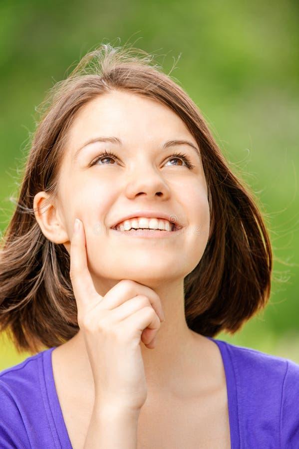 Verticale de jeune belle femme de brunette images stock