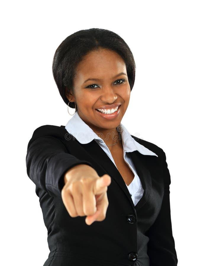 Verticale de jeune femme afro-américaine de sourire image libre de droits