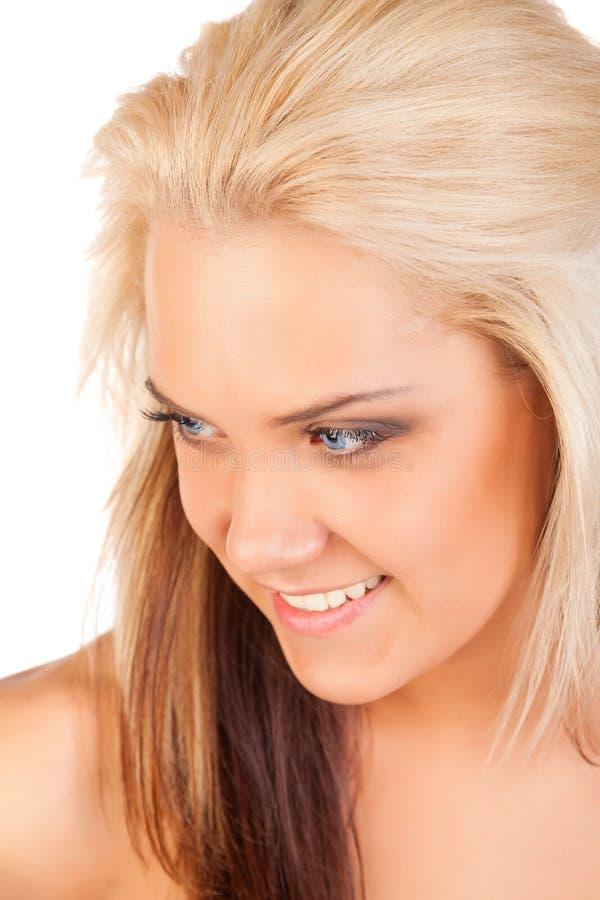 Verticale de jeune femme blonde sur le fond blanc images libres de droits