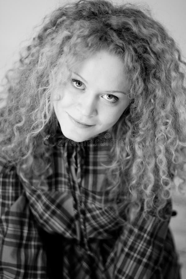 Verticale de jeune femme de beauté photo libre de droits