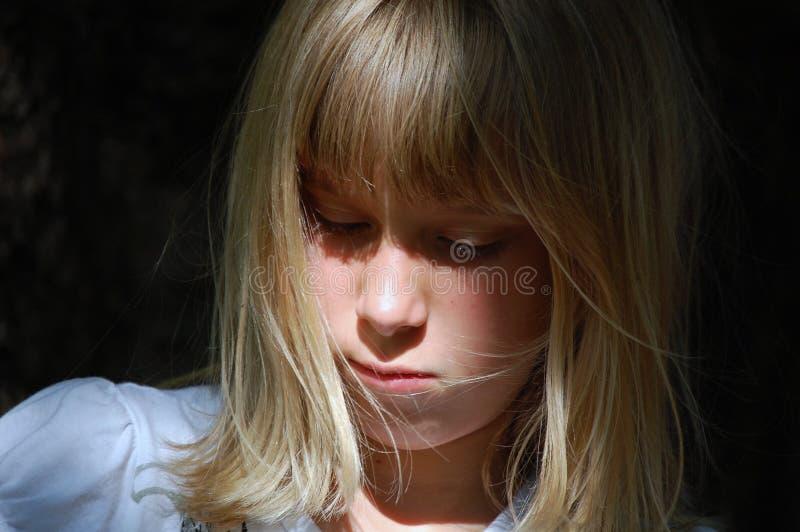 Verticale De Jeune Fille Triste Images libres de droits