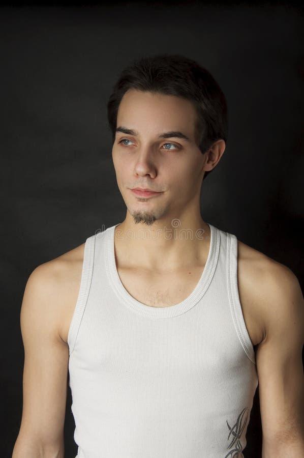 Verticale de jeune homme actif images stock