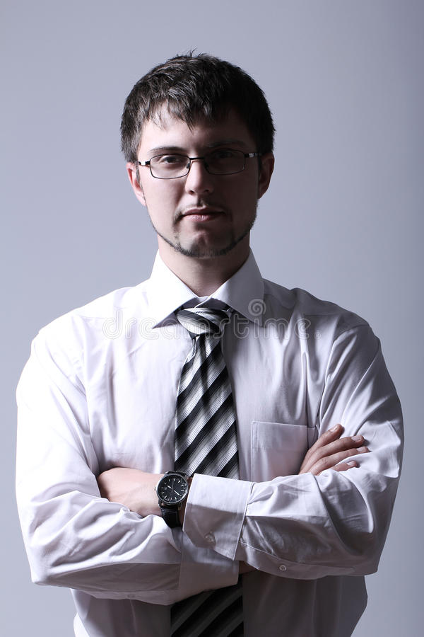 Verticale de jeune homme d'affaires bel images stock