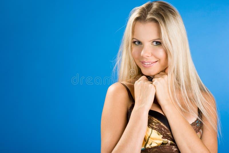 Verticale de jolie femme photographie stock
