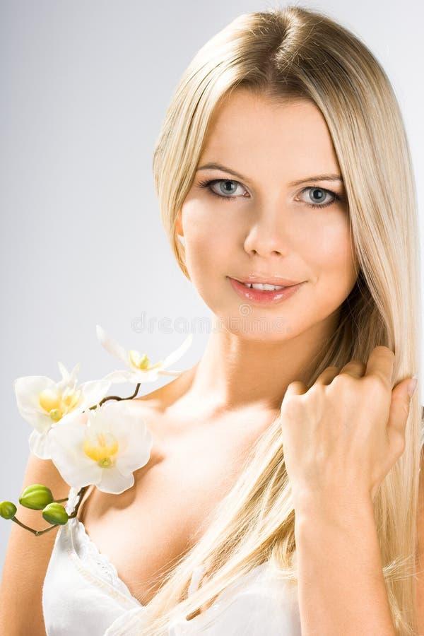 Verticale de jolie femme images stock