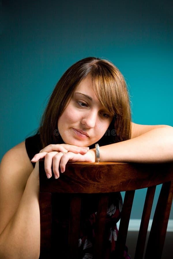 Verticale de l'adolescence de fille photographie stock