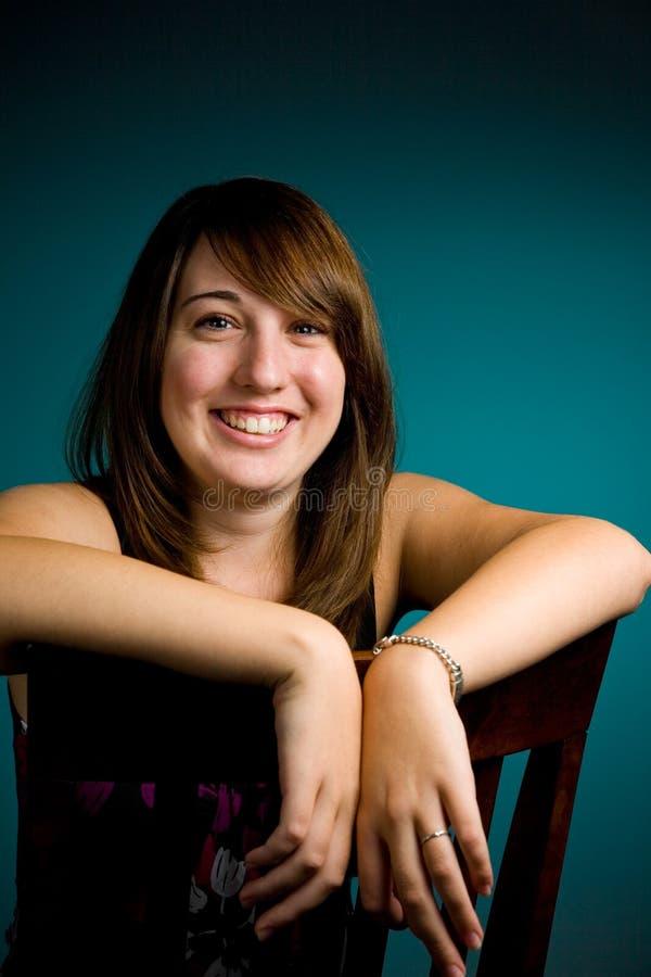 Verticale de l'adolescence de fille photographie stock libre de droits