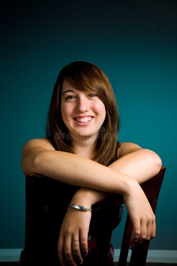 Verticale de l'adolescence de fille photos stock